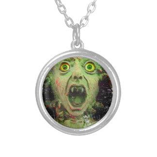 Kuslig fasa för gigantisk Zombiegrönt Halsband Med Rund Hängsmycke