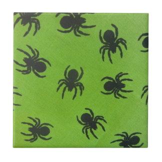 Kusliga spindlar liten kakelplatta