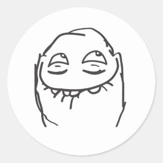 Kusligt leende runt klistermärke