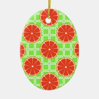 Kvadrerar citrusa grapefrukter för ljus sommar på julgransprydnad keramik