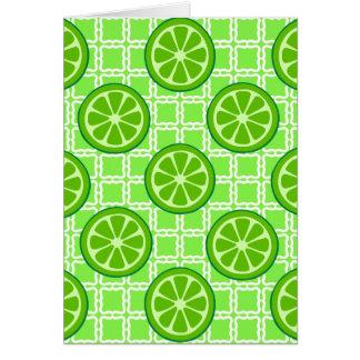 Kvadrerar citrusa limefrukter för ljus sommar på hälsningskort