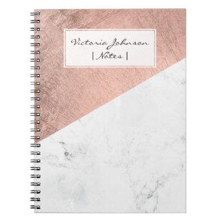 Kvarter för färg för kall modern vitmarmor rosa anteckningsbok med spiral