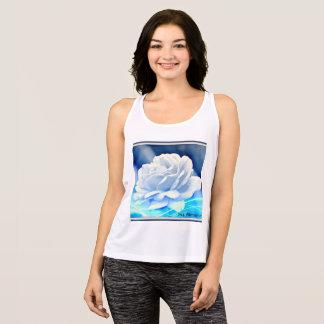 """Kvinna för all vit ros sporttanktop """"i blått tshirts"""