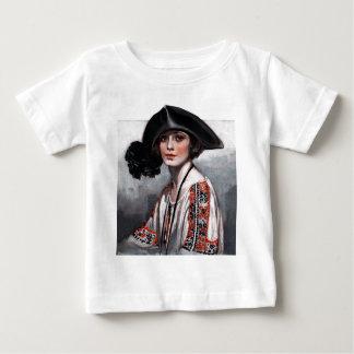 Kvinna i broderad blus tee shirt