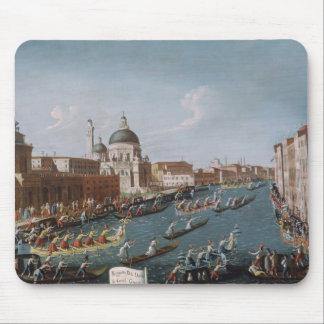 Kvinna Regatta på den storslagna kanalen, Venedig Musmatta