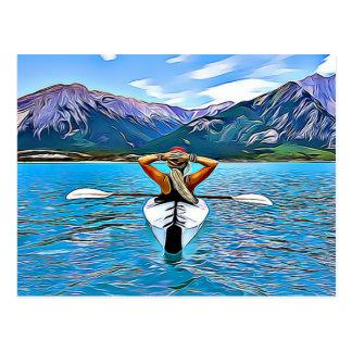 Kvinna som kanotar eller kayaking vid havvykortet vykort