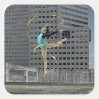 Kvinnagymnast utomhus på rooftopbanhoppning i luft fyrkantigt klistermärke