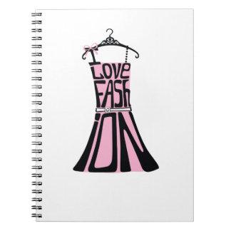 """Kvinnaklänningen från ord """"älskar jag mode """", anteckningsbok med spiral"""
