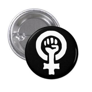 Kvinnan driver knäppas knapp