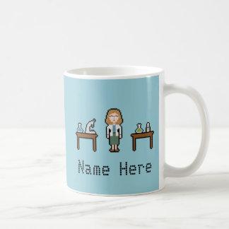 Kvinnlig forskare för beställnings- PIXEL Kaffemugg