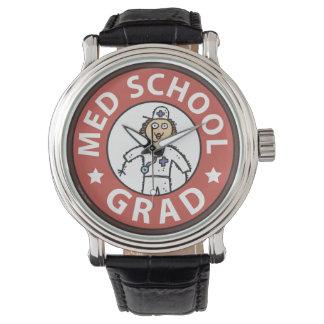 Kvinnlig medicinsk fakultetstudenten armbandsur