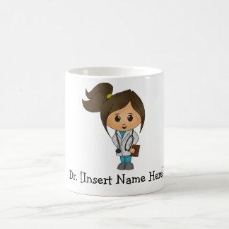 Kvinnlig personifierad gullig doktor kaffemugg
