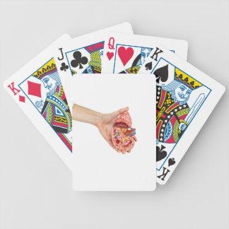 Kvinnligt räcka håll modellerar av människanjure spelkort