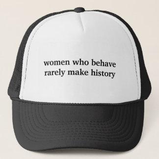kvinnor, som uppför, gör sällan historia truckerkeps