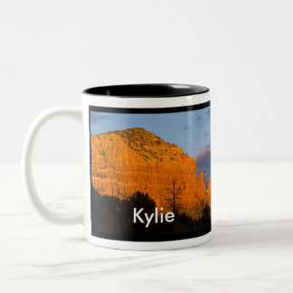 Kylie på den glödande röda stenmuggen för Moonrise Två-Tonad Mugg