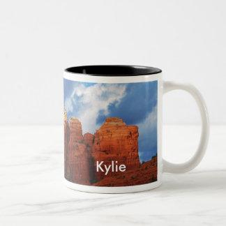 Kylie på muggen för kaffekrukasten Två-Tonad mugg