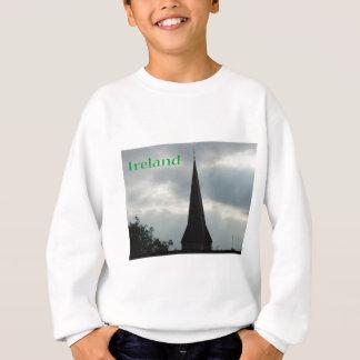 Kyrklig kyrktorn med Irland T-shirt