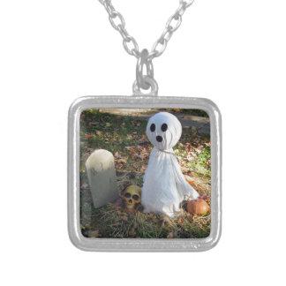 Kyrkogård, spöke & pumpa silverpläterat halsband
