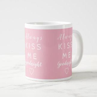 Kyssa alltid mig goodnight rosa- och vittypografi jumbo mugg