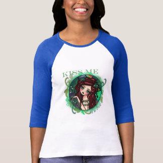 KYSSA MIG konst för fantasin för sjöjungfrun för T-shirts