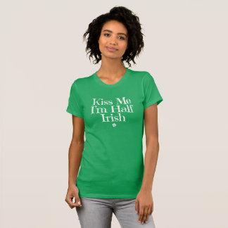 Kyssa mig. Mig för förmiddag Irish. till hälften Tröjor