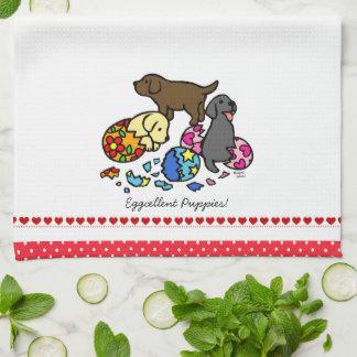 Labrador valpar från äggtecknad kökshandduk