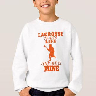 Lacrosse är hans liv, och han är den min underbara tee shirt