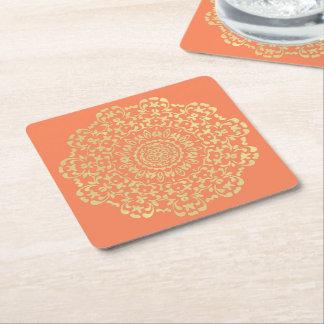 Lacy mönstrat för nätt elegant guld- korall underlägg papper kvadrat
