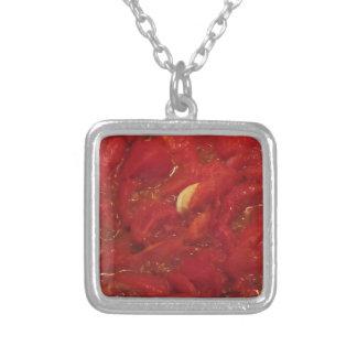 Laga mat hemlagad tomatsås silverpläterat halsband