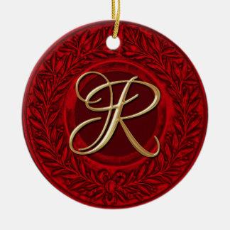 Lagrarkran med den guld- monogramen i rött julgransprydnad keramik