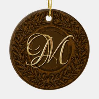 Lagrarkranen med den guld- monogramen brons in rund julgransprydnad i keramik