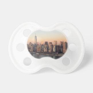 Lägre torn NYC för frihet för Manhattan solnedgång Napp