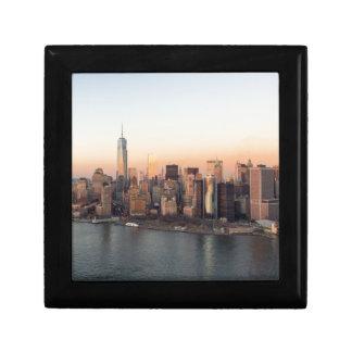 Lägre torn NYC för frihet för Manhattan solnedgång Smyckeskrin