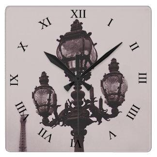 Lampan postar på Pont Alexandre som III Fyrkantig Klocka