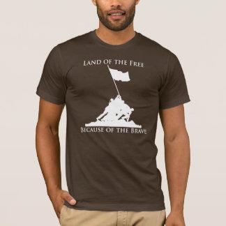 Land av det fritt, på grund av indiankrigaren: Iwo T-shirts