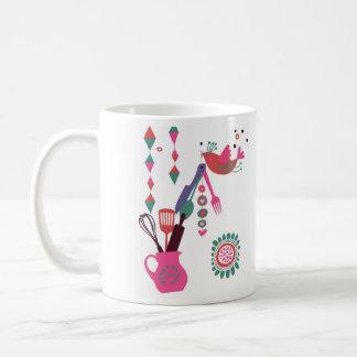 landkök - silverware på floral. kaffemugg