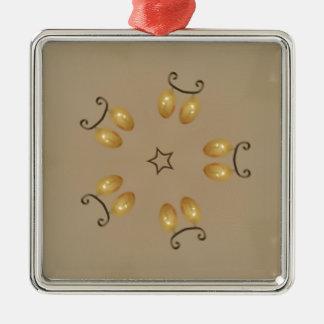 Lantlig beige för gul guld- äggmönsterpåskägg julgransprydnad metall