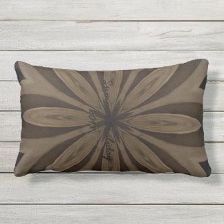 Lantlig brun blommaKaleidoscopedesign Kudde