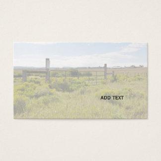 lantlig grind och staket vid en prärie i Colorado Visitkort