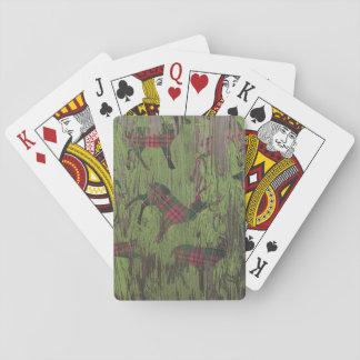 lantlig hjortrenpläd som leker kort spel kort