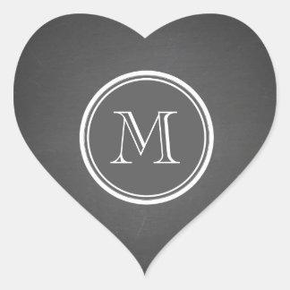 Lantlig svart tavlabakgrundsMonogram Hjärtformat Klistermärke