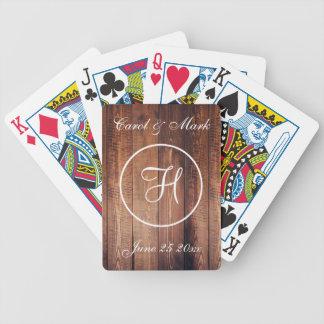 Lantligt bröllop daterar och märka med sina spelkort