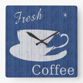 Lantligt kaffe tar tid på fyrkantig klocka