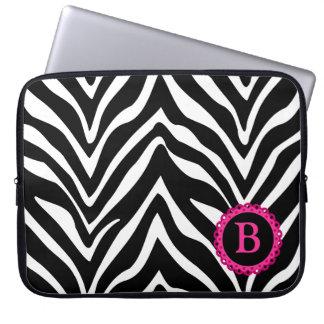 Laptop sleeve för sebra- och rosasnöreMonogram