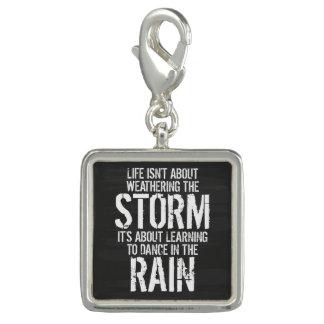 Lära att dansa i regna berlocker