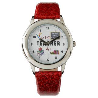 Lärare gör det med klassificerar armbandsur
