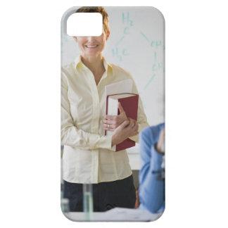 Lärare och student i vetenskapslabb iPhone 5 Case-Mate cases