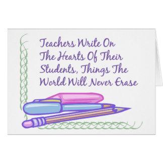 Lärare skriver på hjärtorna av deras studenter… hälsningskort