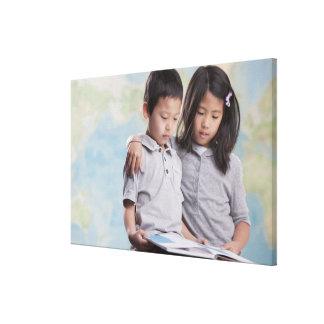 Läs- bok för koreanska barn near karta canvastryck