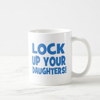 Låsa upp dina döttrar! kaffemugg